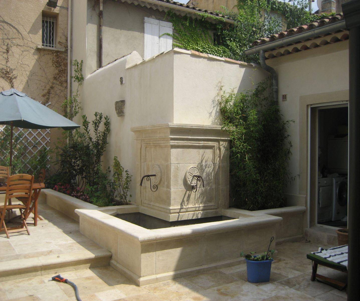 fabrication de fontaines murales en pierre naturelle dans. Black Bedroom Furniture Sets. Home Design Ideas