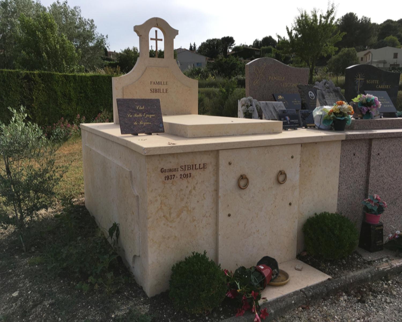 Fabriquant de monuments fun raires en pierre rognes for Appui de fenetre en pierre naturelle