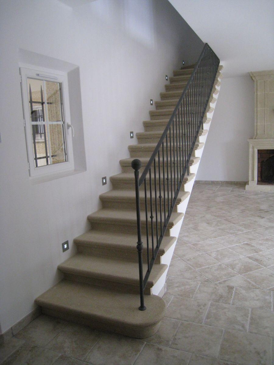 escalier rustique u escalier limon central rustique escalier interieur de villa vestibule int. Black Bedroom Furniture Sets. Home Design Ideas