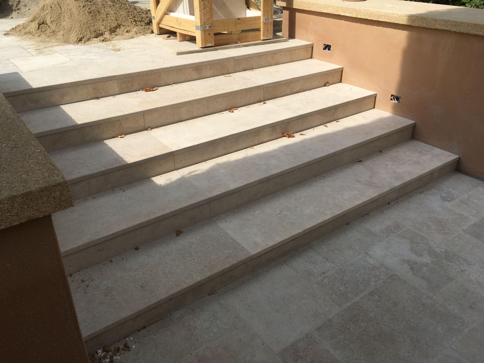 escalier exterieur travertin