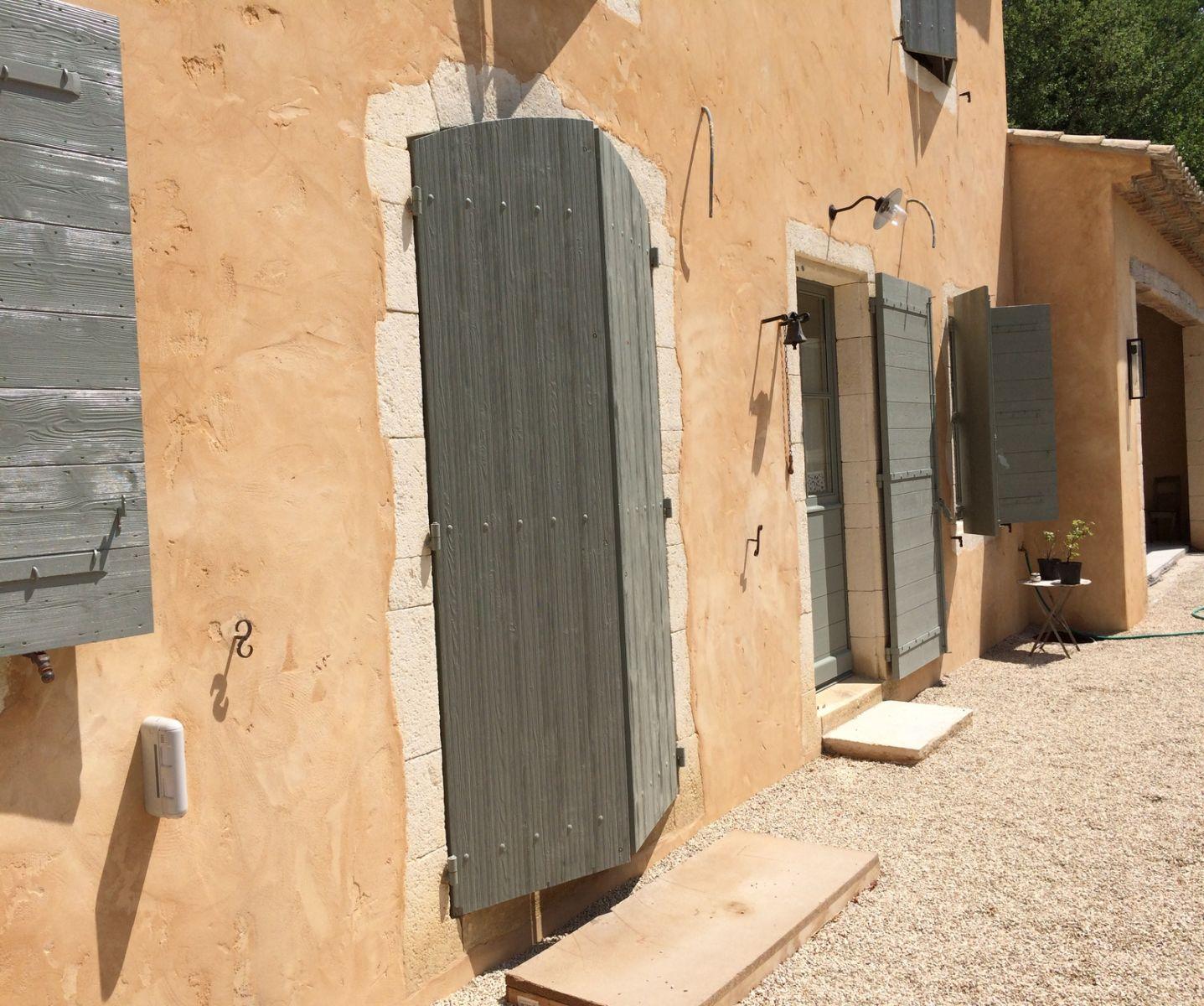 Encadrement De Fenetre Facade encadrements d'ouvertures en pierre pour un mas à calas