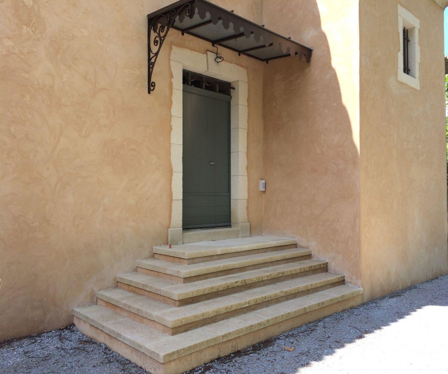 Encadrements Douvertures En Pierre Pour Un Mas à Calas Tailleur - Encadrement porte d entree