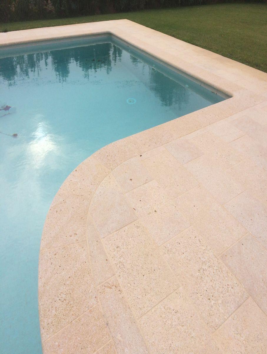margelle de piscine en pierre naturelle bouches du rh ne tailleur de pierres marseiile. Black Bedroom Furniture Sets. Home Design Ideas