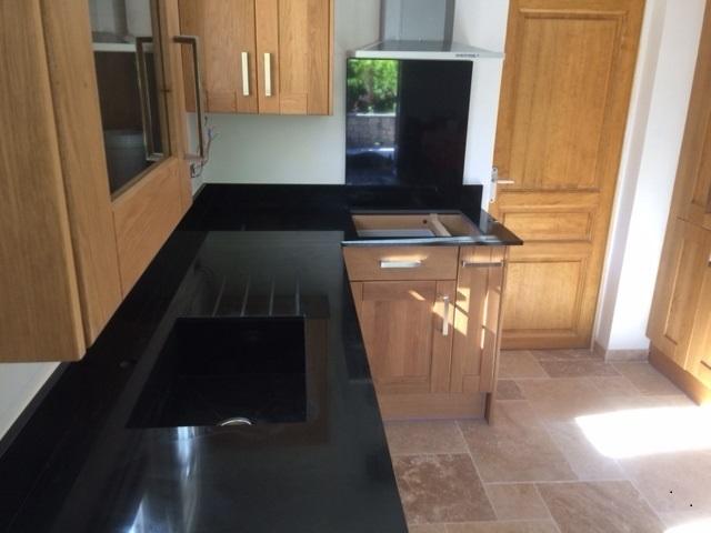 cuisine sur mesure en granit noir manosque 04100 tailleur de pierres marseiile d coration. Black Bedroom Furniture Sets. Home Design Ideas