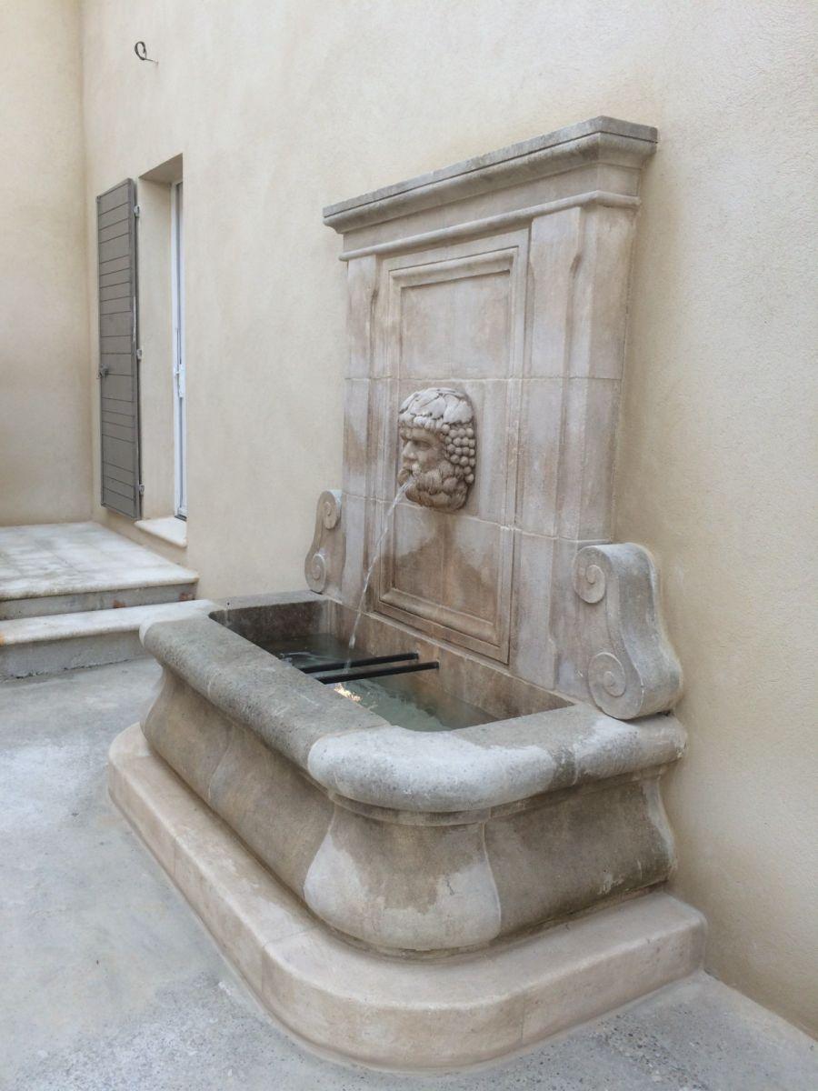 fabrication et pose d 39 une fontaine patin e en pierre. Black Bedroom Furniture Sets. Home Design Ideas