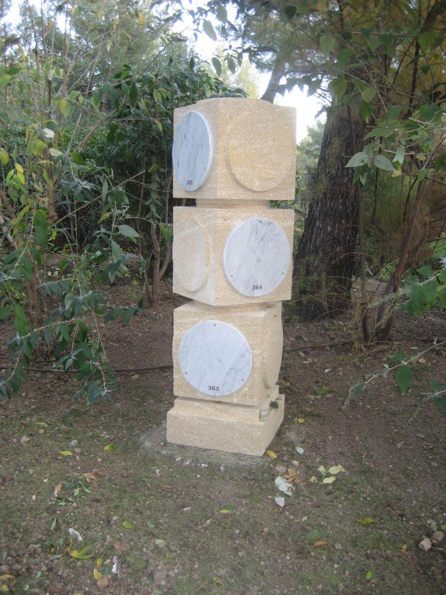 fabriquant de monuments fun raires en pierre rognes tailleur de pierres marseiile. Black Bedroom Furniture Sets. Home Design Ideas