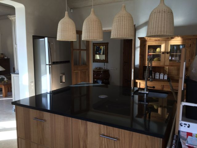 Fourniture et pose d un plan de travail de cuisine en granit noir du zimbabwe aix en provence - Cuisine granit zimbabwe ...